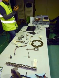 Pièces mécaniques à l'appui, pour mieux comprendre le fonctionnement et le rôle de chacune d'entre elles - Photo : Pascal
