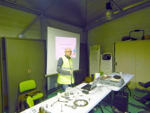 Arnauld était en charge d'une présentation exhaustive sur les différents composants mécaniques d'une moto - Photo : Pascal
